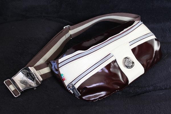 デザインがかっこいいオロビアンコのボディバッグ