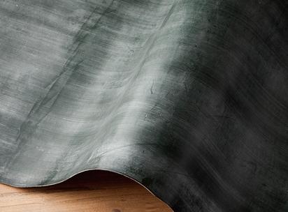 ブライドルレザーはロウ引き加工された革