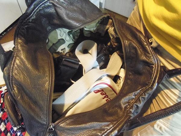たくさん荷物が入るディーゼル本革バッグ