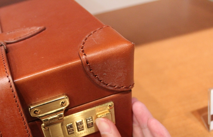 鞄の角の補強