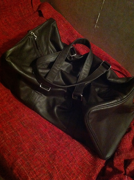 革の変化を楽しめるドルチェ&ガッバーナのボストンバッグ