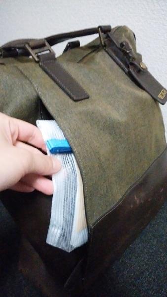 外のファスナー付きフロントポケット