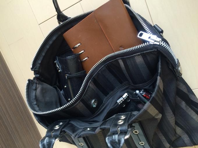 キャサリンハムネットビジネスバッグの内装