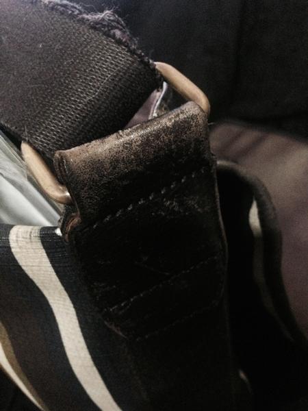 バリーのショルダーバッグを2年半使った劣化状況
