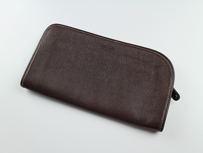 トラモンターノ クラッチバッグのデザイン