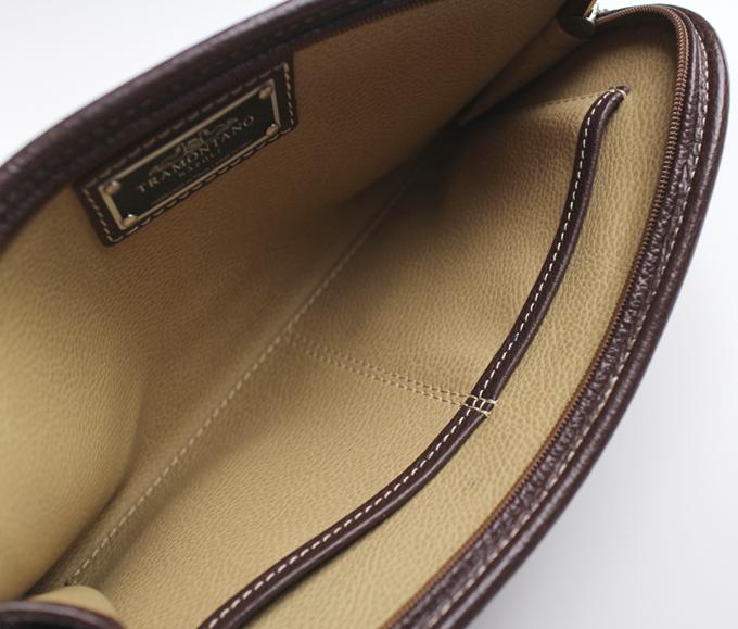 トラモンターノ クラッチバッグの小さなポケット