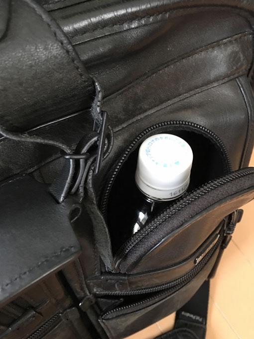 ペットボトルがすっぽりと入る大きさ