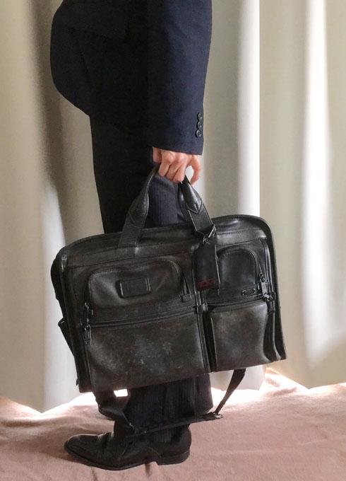 重たいバッグ