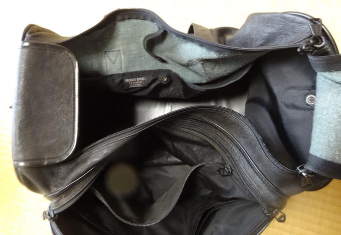本収納の部分とサイドポケット