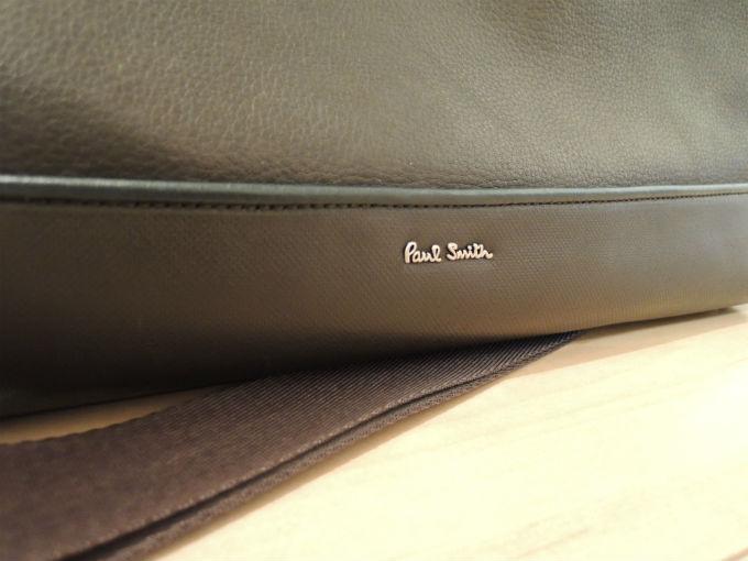さりげなく入っているポール・スミスの金属ロゴ