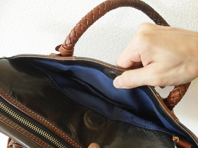 カバンの外側にさりげなくあるポケットが便利