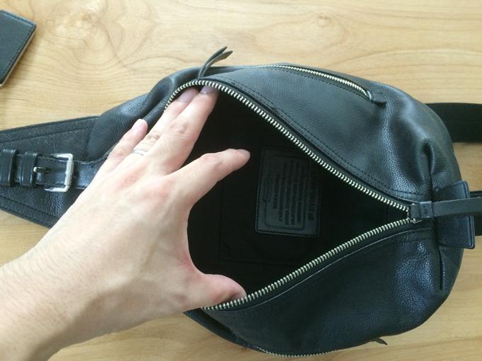ボディバッグにしては大容量なコーチのバッグ
