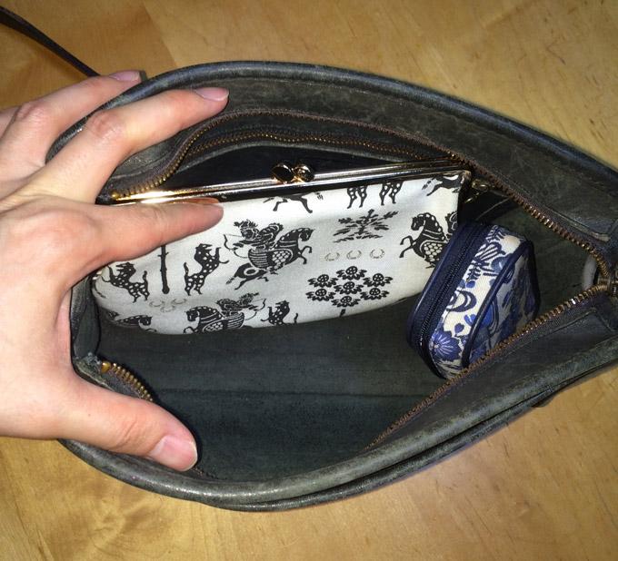 大きさは長財布がちょうど入る