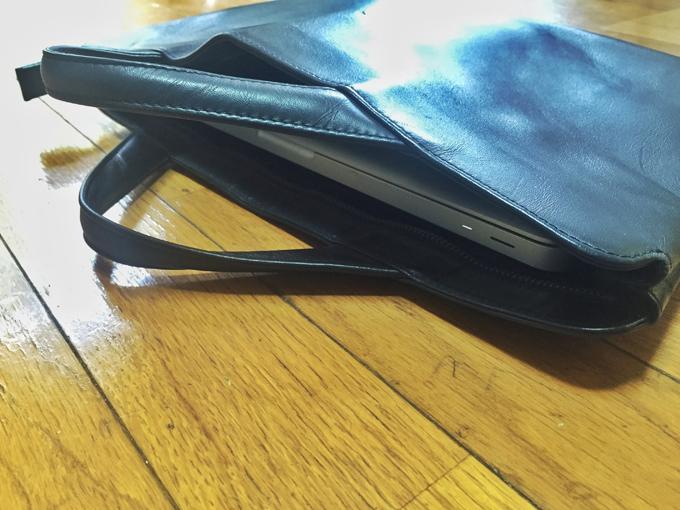 本来書類をメイン入れるためのバッグ