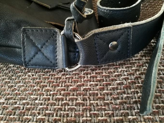 金具を固定している革の部分等も劣化の様子は見られない