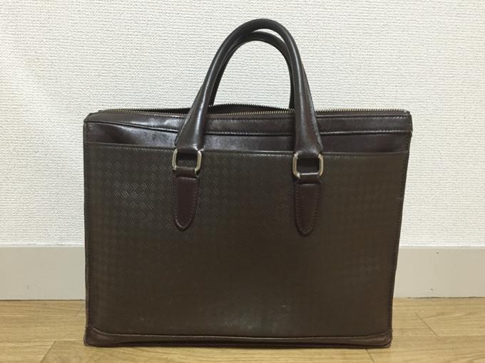 シンプルながら個性的な優秀バッグ