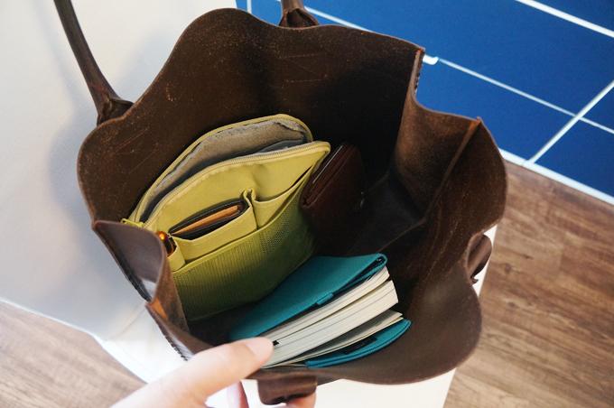 歩いているうちに、バッグの中で物がメチャメチャに散乱