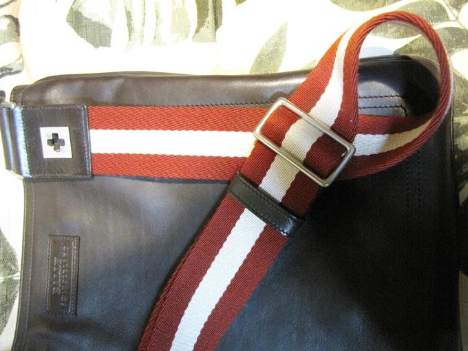 バリーの特徴と言える「赤白赤」のストライプ柄