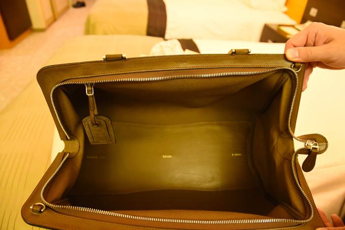 バッグの中は染色された裏地