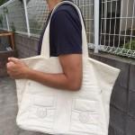 白の革バッグ、それもトートバッグは珍しい