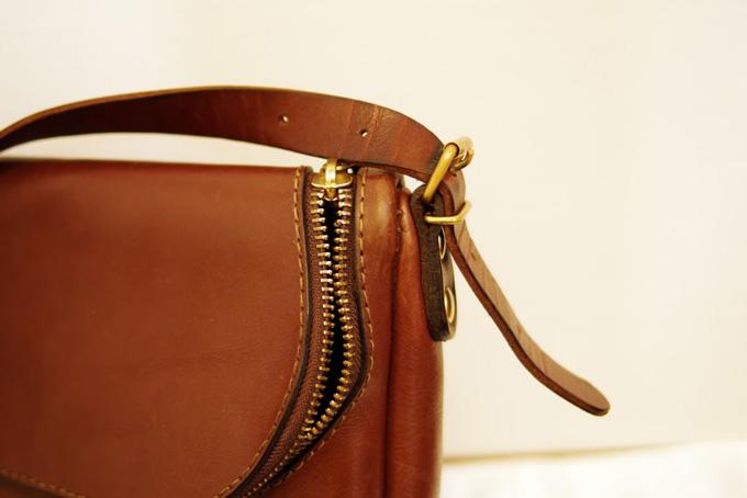 本物の革のバッグ