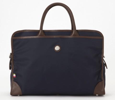 ナイロンのビジネスバッグ