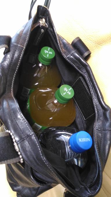 2リットルのペットボトルが3本も入る