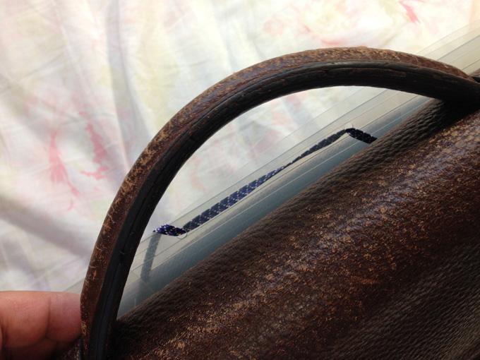 ハンドルの縫製糸がほつれた