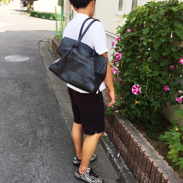コントワー・デ・コトニエの黒革トートバッグ