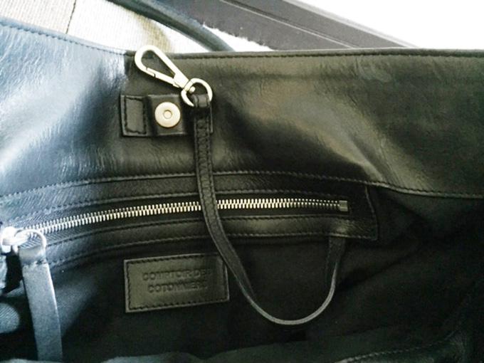 内側のポケットのところにウォレットチェーンが付いている