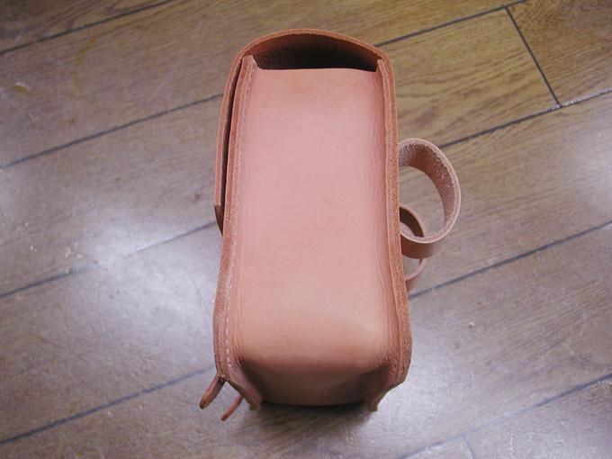 バッグの幅は約8センチ程度