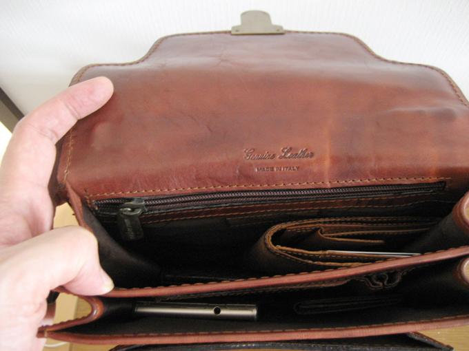 第3層には財布や小銭入れ