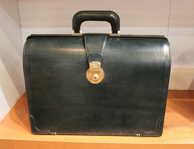 ココマイスターのブライドルダレスバッグ