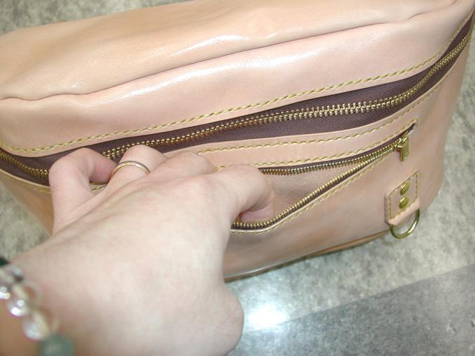 バッグの表面に小さなポケット