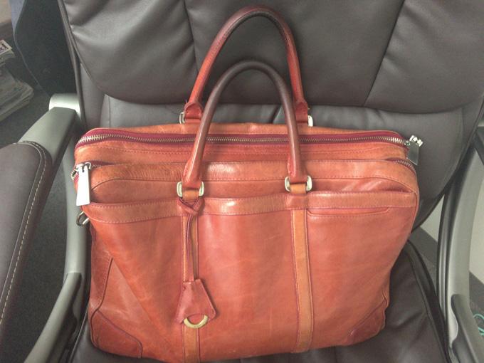 私がこのバッグで一番気に入っているのはやはりこの赤色