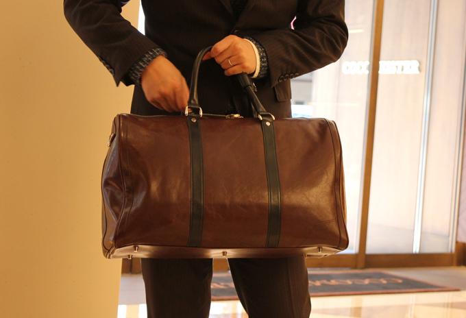 初めてのボーナスで、旅行用のちゃんとした革バッグを購入