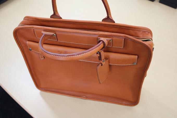 このバッグには微妙な立体感というか、凹凸がある