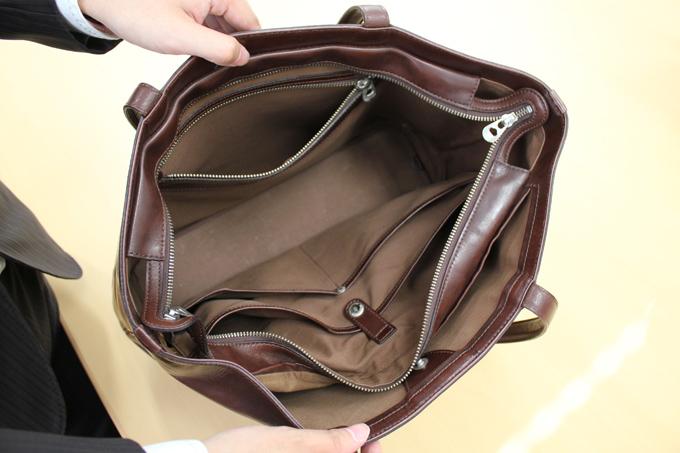 トートバッグのわりにものすごく細かく分かれている