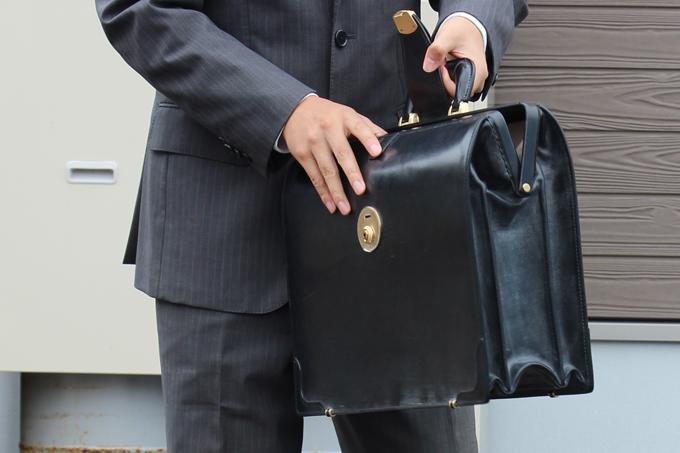 本革のバッグは繊細で、多少、取り扱いに関して慎重