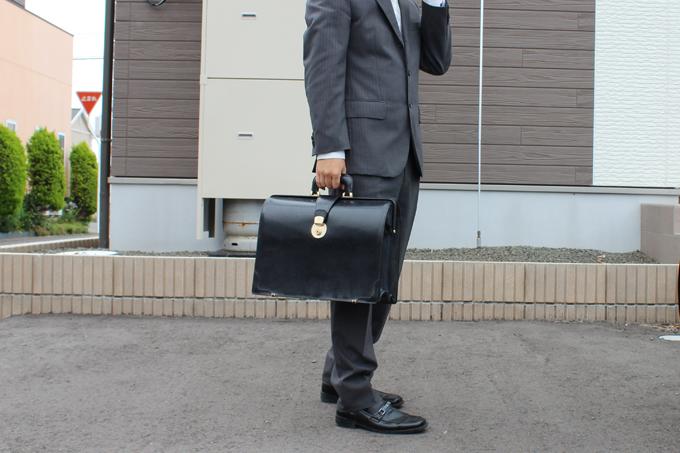 僕が愛用している『ココマイスター』のブライドルダレスバッグ(ブラック)