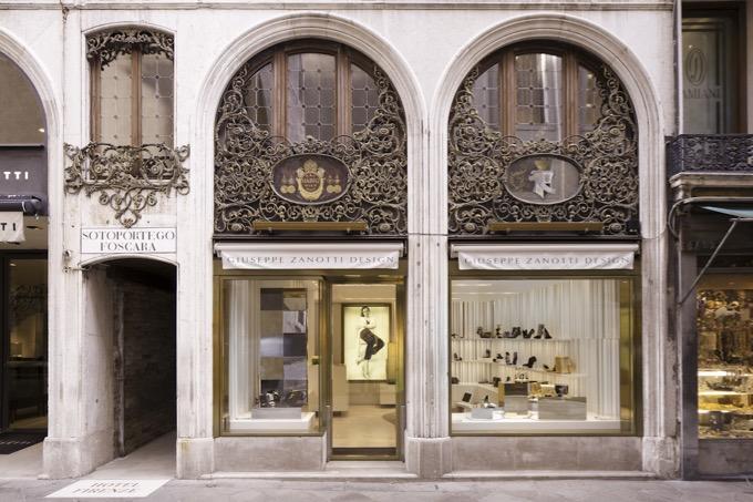 ジュゼッペザノッティは、伊勢丹、阪急、大丸などのデパートの店頭