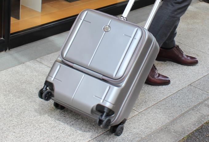 スーツケースまでオロビアンコ