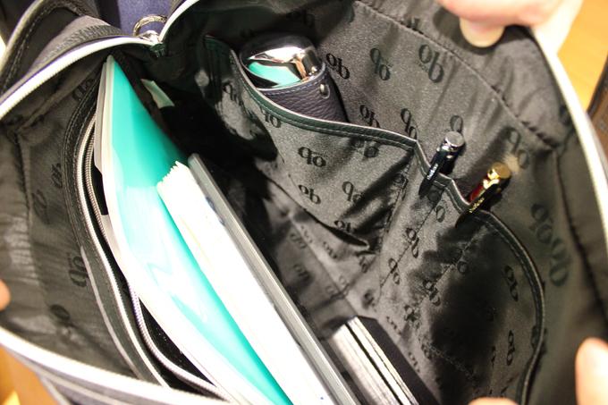 たくさんのポケットや、ペンホルダー