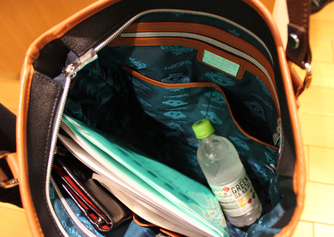 容量については、トートバッグらしく、なんでも入って頼もしい