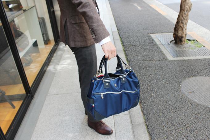 手提げのバッグ
