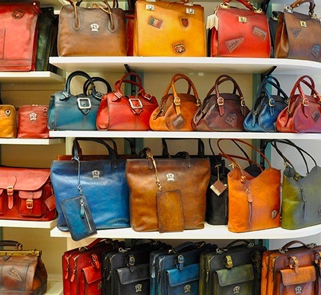 プラテージは、イタリアでは有名な老舗ブランド