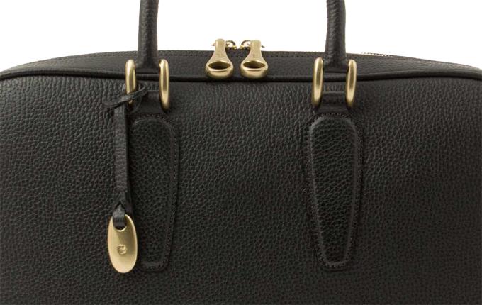 バッグに使われている真鍮の金具