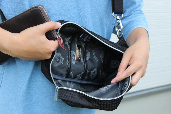 バッグの内部にも、細かいポケット