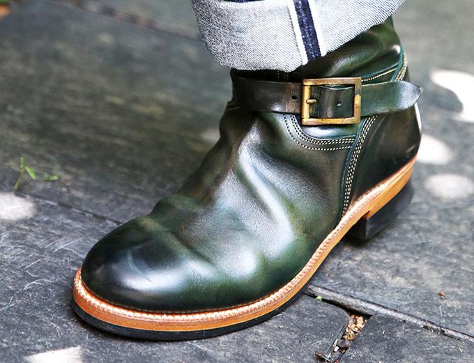 色彩に満ちた靴