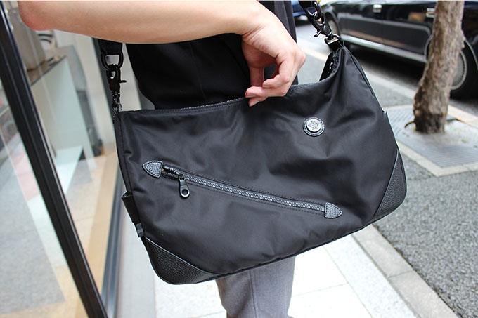 オロビアンコのショルダーバッグ『SILVESTRA-G ALL BLACK』